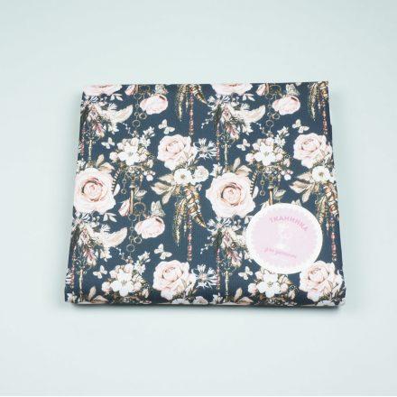 Водовідштовхуюча тканина троянди на темно-синьому